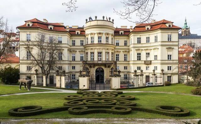palazzo lobkowicz praga